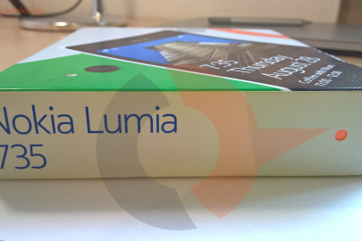 Nokia Lumia 735 box (2)