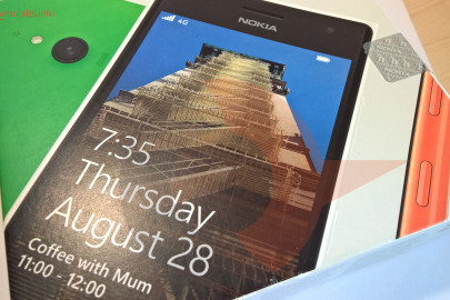 Nokia Lumia 735 box (3)